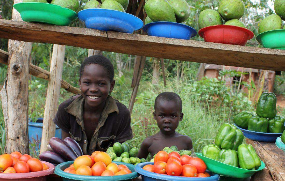 Das Hunger Projekt_a36_Marktstand_Kinder_01_r