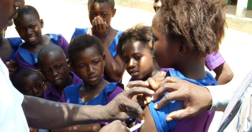 Ghana: Kind wird geimpft._©Aktion Canchanabury
