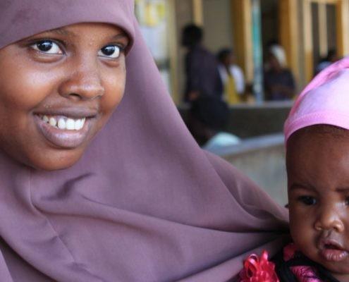 Mutter mit Kind in Kenia._©GEMEINSAM FÜR AFRIKA/Anger