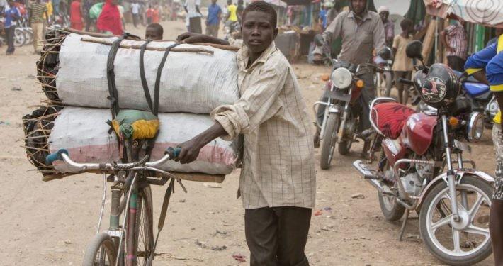 Kenia: Strassenszene im Flüchtlingslager Kakuma