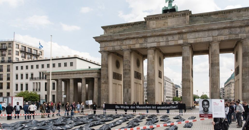 Unsere Straßenaktion im Jahr 2015 am Brandenburger Tor.