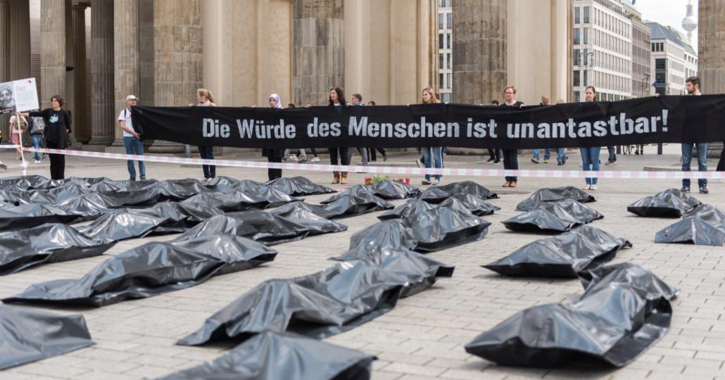 """GEMEINSAM FÜR AFRIKA Strassenaktion """"Jedes Leben zählt!"""" 2015_©GEMEINSAM FÜR AFRIKA/Pablo Ruiz Holst"""
