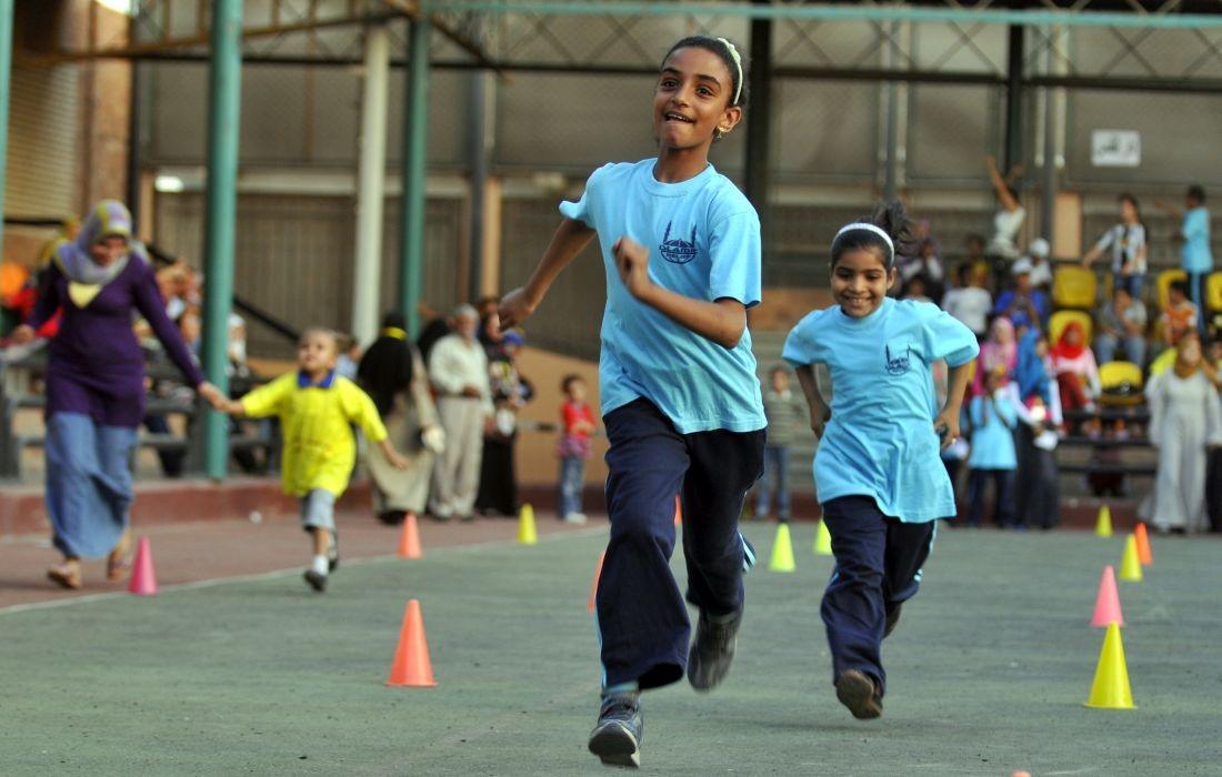 Kinder vom Rehabilitations- und Therapiezentrum in Kairo rennen um die Wette
