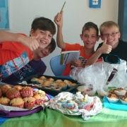 Schulaktion für GEMEINSAM FÜR AFRIKA: Kuchenverkauf ©Bertha-von-Suttner-Schule Nidderau