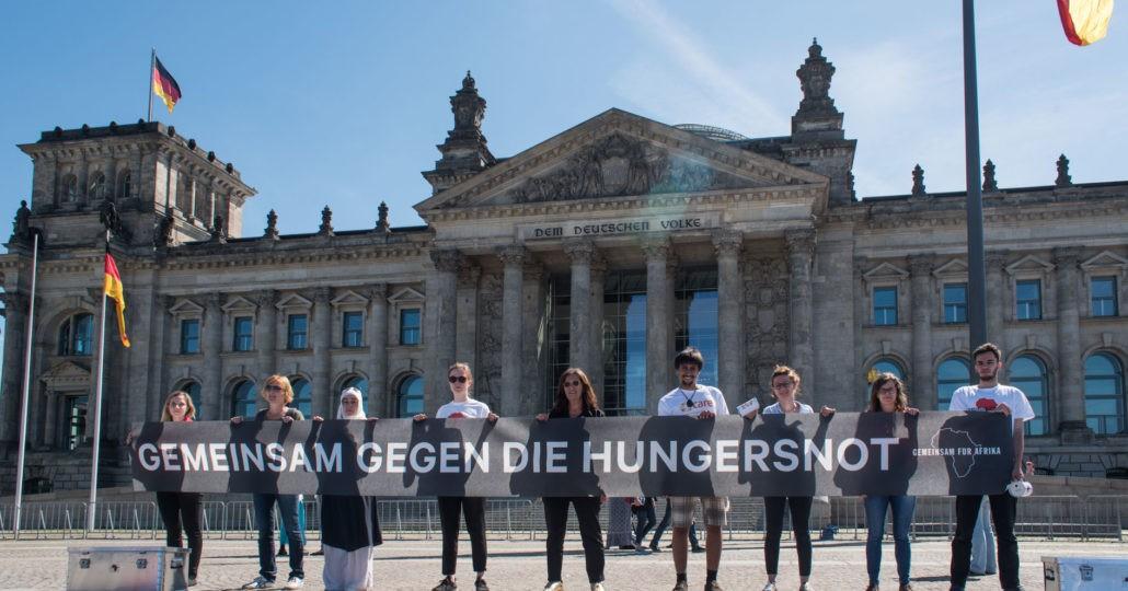 Straßenaktion gegen die Hungersnot_©GEMEINSAM FÜR AFRIKAJonas-Walter