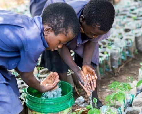 Radioschulen unserer Mitgliedsorganisation der Kindernothilfe unterrichten Kinder ökologisch nachhaltig_©GEMEINSAM FÜR AFRIKA