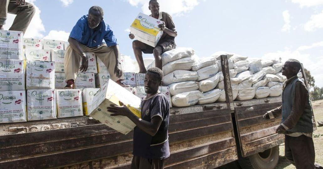 Spenden Afrika: Anlieferung der Hilfsgüter im Dorf Ali in Äthiopien._©Menschen für Menschen/Rainer Kwiotek