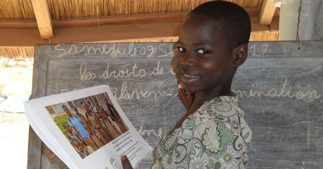 Togo: Kinderrechte in den lokalen Sprachen verdeutlichen_©Laura Schmohl (für Kinderrechte Afrika e. V.)