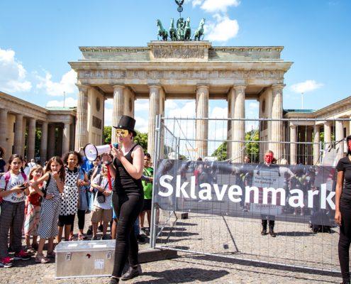 Pressefoto vom Sklavenmarkt in Berlin - Foto1 ©GEMEINSAM FUER AFRIKA/ Steffen Junghanß