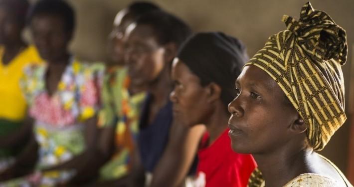 Eine Frauengruppe in Ruanda_©Kindernothilfe/Jakob Studnar