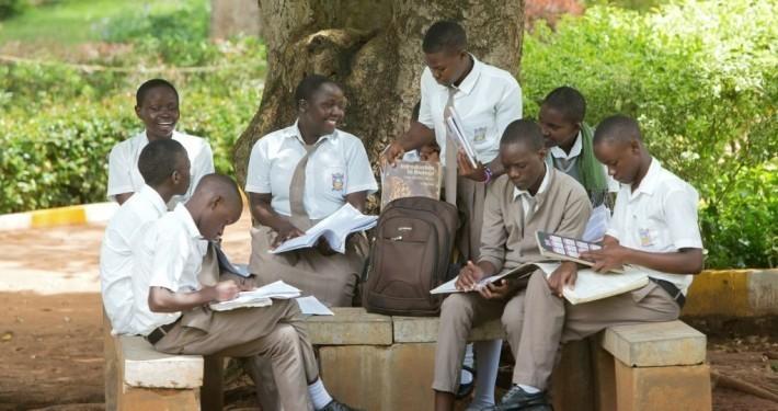 Schüler beim Lernen_©Gemeinsam für Afrika/Stefan Trappe