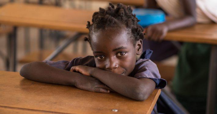 Ein Mädchen in der Schule _©Gemeinsam für Afrika
