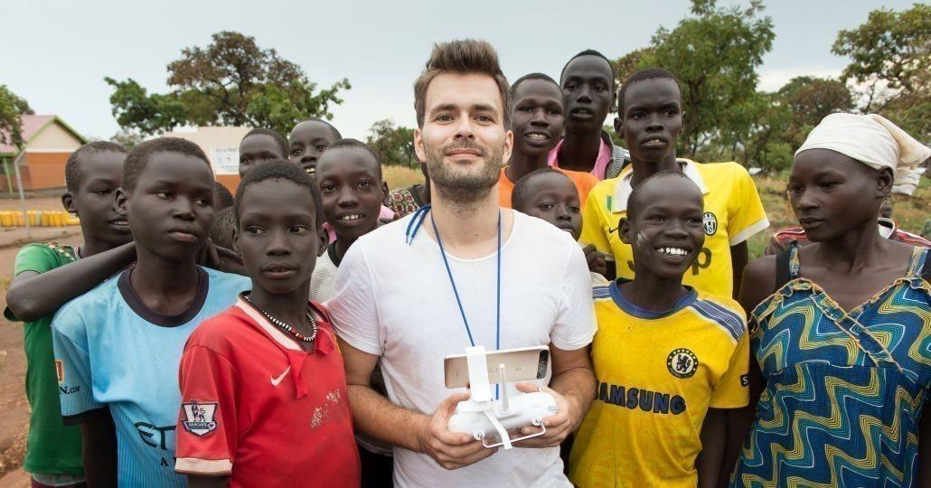 Tilo Jung in Uganda_©Gemeinsam für Afrika/Stefan Trappe