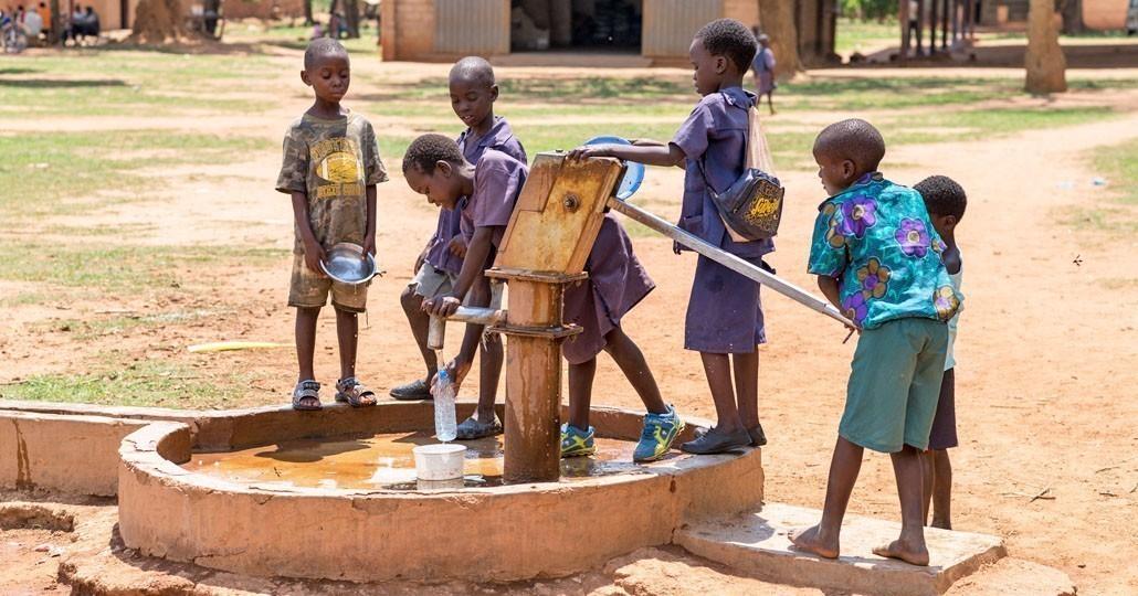 Die Mitgliedsorganisationen von GEMEINSAM FÜR AFRIKA fördern in Hunderten Projekten die Versorgung mit sauberem Trinkwasser._© GEMEINSAM FÜR AFRIKA