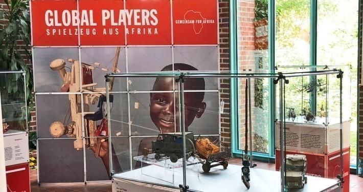 Vom 7.9. bis 27.9. ist unsere Global Players Ausstellung im Rathaus Kaltenkirchen zusehen._© GEMEINSAM FÜR AFRIKA