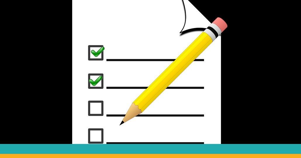 """Symbolbild """"Evaluation"""": Stift mit Checkliste"""