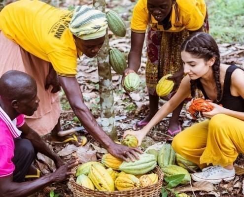 Ischtar Isik war mit uns in Ghana. Vor Ort konnte Sie erfahren, welch harte Arbeit hinter dem Kakaoanbau und der Kakaoernte steckt._© GEMEINSAM FÜR AFRIKA / Florian Oellers