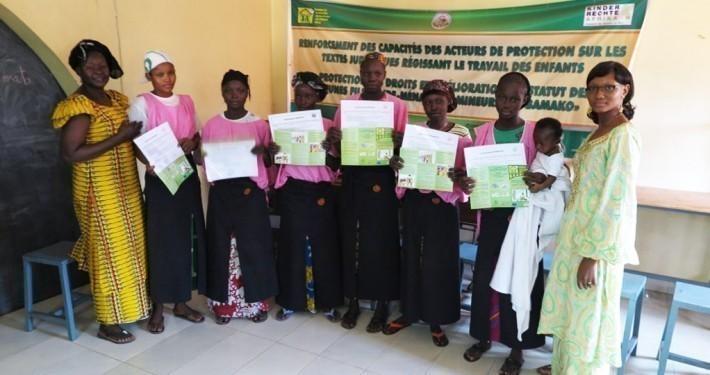 Minderjährige Mädchen in Mali erhalten eine hauswirtschaftliche Grundausbildung. Diese führt zu besseren Arbeitsbedinungen, da die Mädchen auch ihre Rechte kennenlernen._©Kinderrechte Afrika e.V.