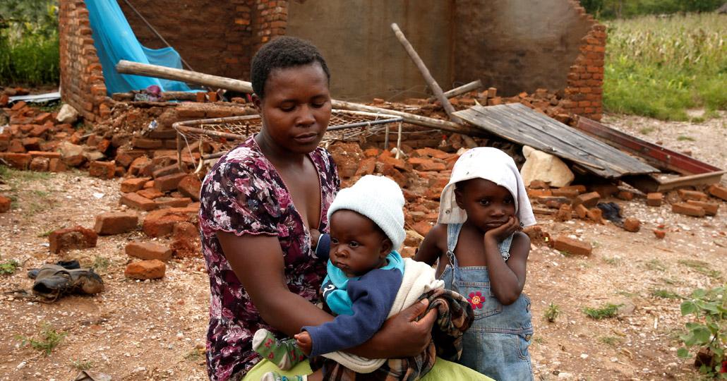 Nomatter Ncube und ihre Kinder aus der Region Chimanimani in Simbabwe haben alles verloren. Der Wirbelsturm fegte über ihr Dorf und zerstörte das kleine Haus der Familie._© Philimon Bulawayo / Ritzau Scanpix