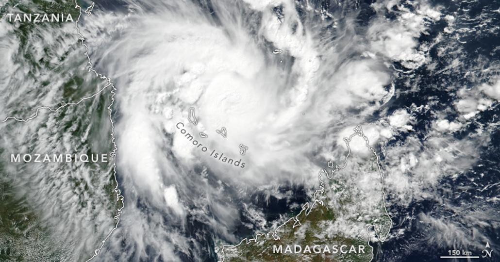 """Zyklon """"Kenneth"""" über den Komoren. _© NASA Earth Observatory"""