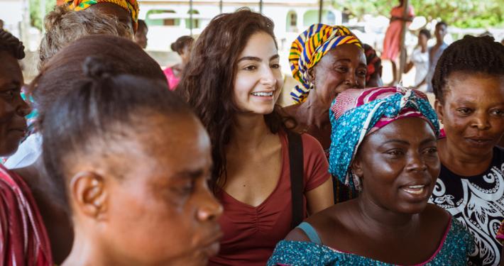 Influencerin Ischtar Isik ist seit Juli 2018 Botschafterin für GEMEINSAM FÜR AFRIKA. _© GEMEINSAM FÜR AFRIKA