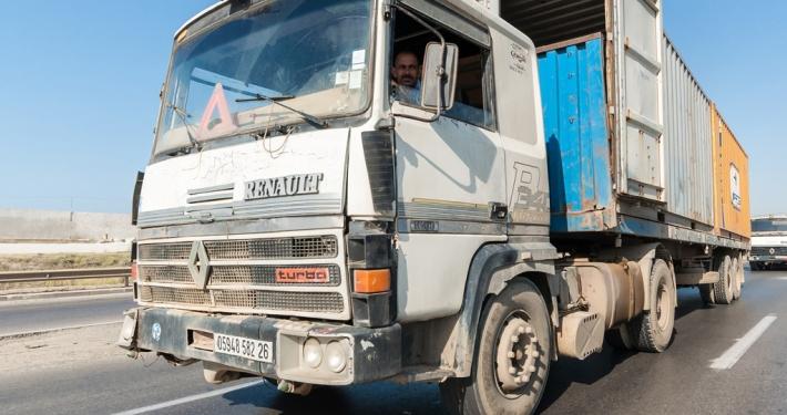 Ein LKW auf den Straßen Algeriens.