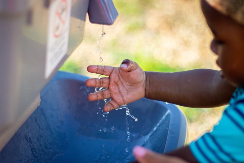 Symbolbild: Kind, das sich die Hände wäscht
