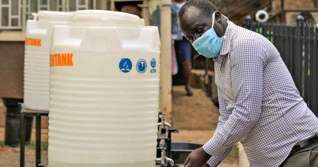 Unsere Mitgliedsorganisation ADRA versorgt Menschen in Kenia mit Hygieneartikeln.