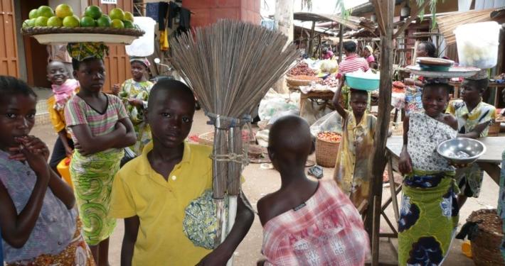 Mädchen auf dem Markt