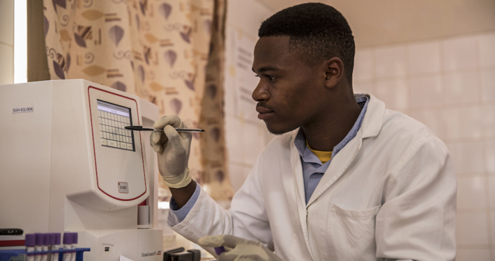 Tansania: Fernwartung von Medizingeräten_©action medeor/B.Breuer