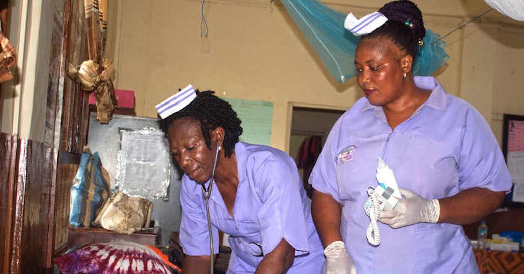 Ausbildung von Hebammen in Sierra Leone_© action medeor / Caritas Bo