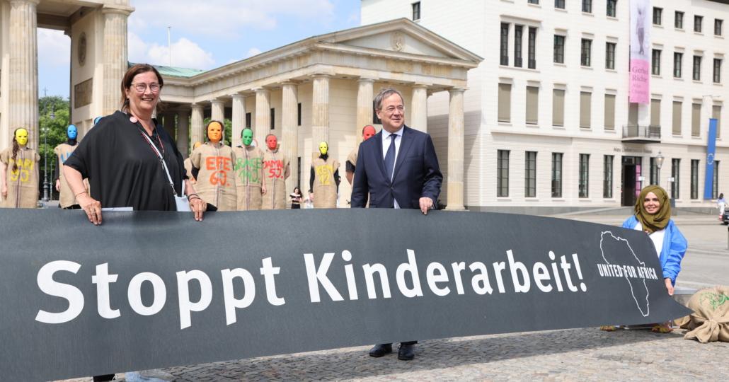 Armin Laschet bei der GEMEINSAM FÜR AFRIKA-Aktion gegen Kinderarbeit_11062021